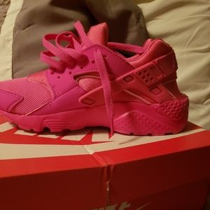 Grade school Girls Nike Huarache